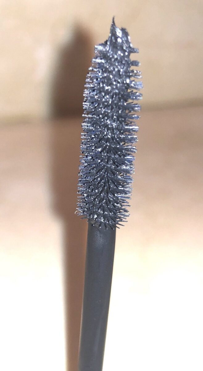 HOLD THE BRUSH VERTICALLY AND USE THE TIP FOR THE HARD TO REACH INNER CORNER LASHES