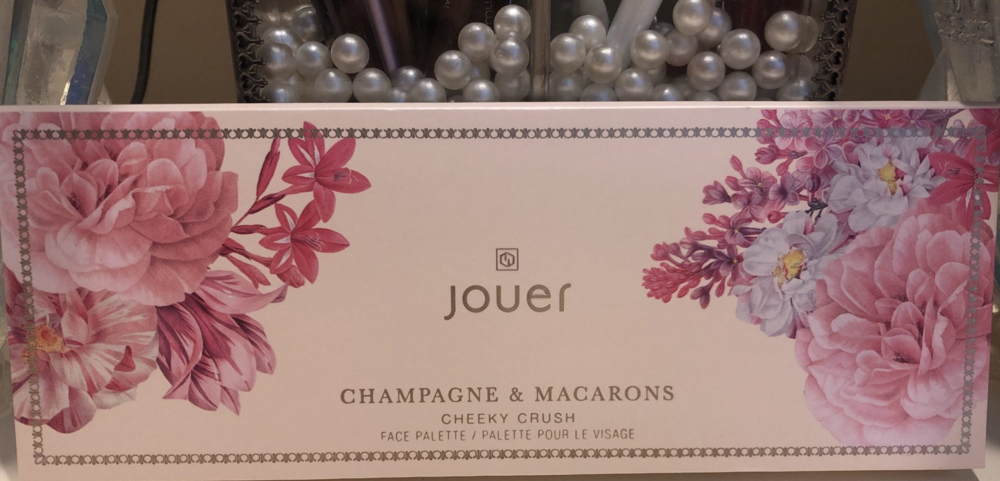 THTHE JOUER CHAMPAGNE & MACARONS FACE PALETTE