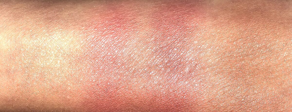 L TO R SWATCHES: SKINNY DIP, CHARM ME, TEMPT ME, SUNGAZE