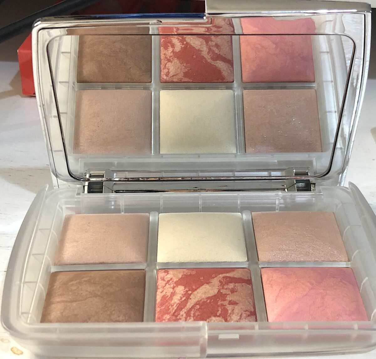 MIRROR AND POWDERS INSIDE THE AMBIENT LIGHTING EDIT GHOST PALETTE