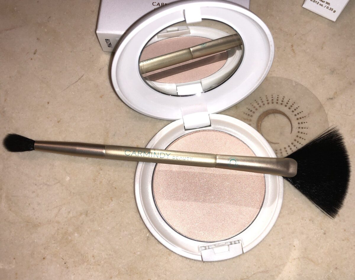 TO APPY THE CARMINDIZING HIGHLIGHTER USE THE FAN BRUSH SIDE OF THE DOUBLE ENDED BRUSH