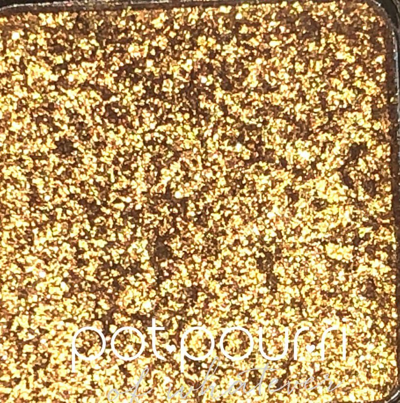 THE STAR OF THE MINI GOLD PALETTE, D' OR IS A GOLD-FOILED SHADE