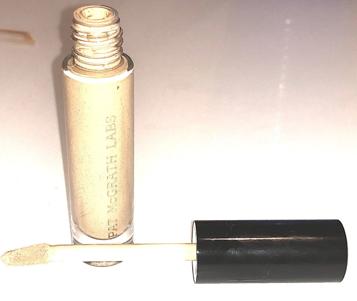 THE SUBLIME PERFECTION CONCEALER COLLECTION CONCEALER G;ASS TUBE AND DDE-FOTTED FLOCKED APPLICATOR