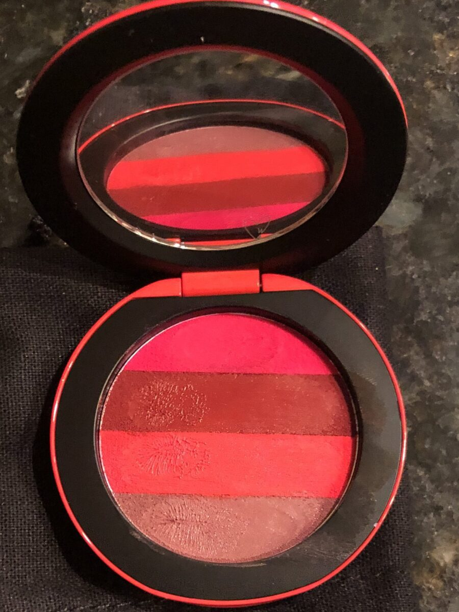 INSIDE THE LIP SUEDE COMPACT