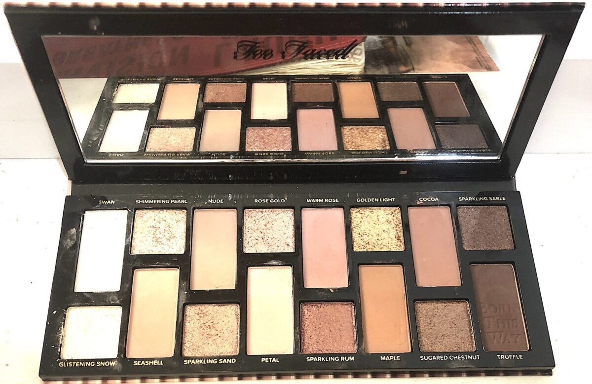 THE NATURAL NUDES EYESHADOW PALETTE