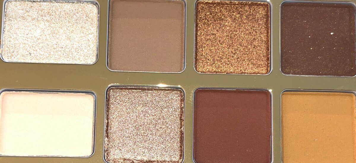 THE SHADES IN THE HOT BUTTERED RUM MINI EYESHADOW HOLIDAY LIMITED EDITION PALETTE