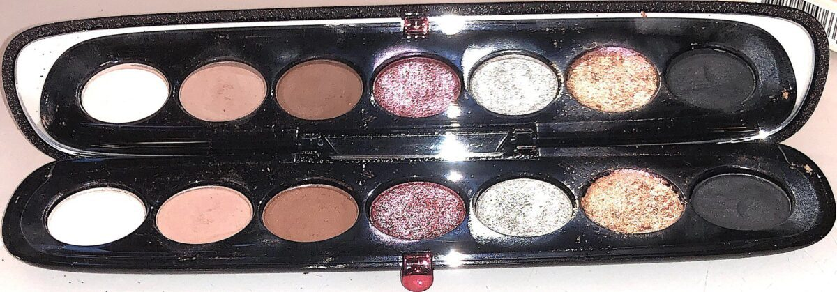 THE SHADES IN THE MARC JACOBS ELECTRIK EYE-CONIC EYESHADOW PALETTE