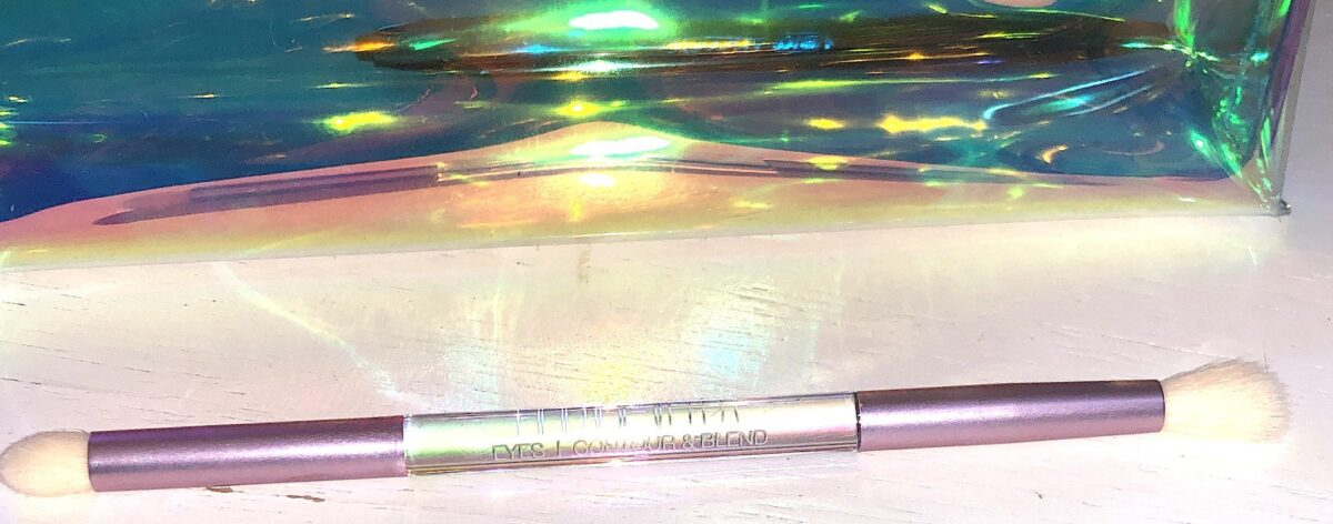 THE CONTOUR AND BLEND DUAL ENDED EYESHADOW BRUSH