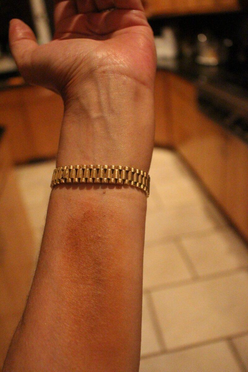 swatch of Malibu Sunlit Bronzer