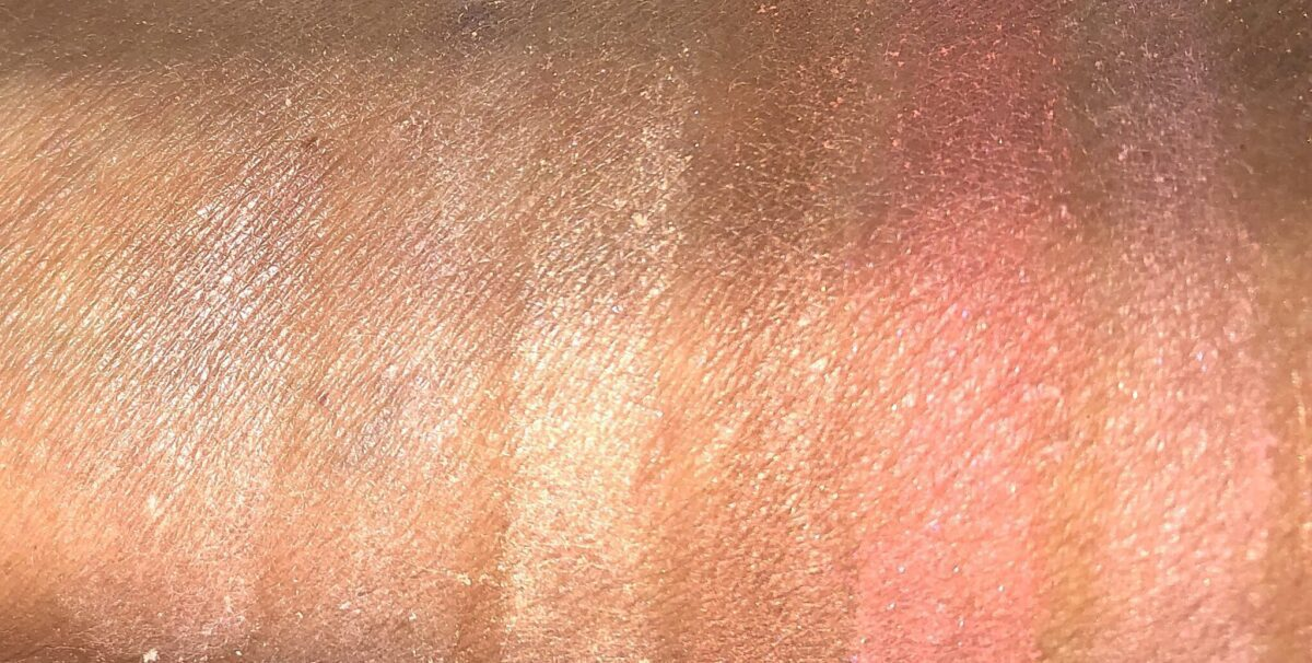 SWATCHES L TO R: DIM LIGHT, DIFFUSED LIGHT, STROBE LIGHT, BRONZER, VIBRANT BLUSH, PLUM BLUSH