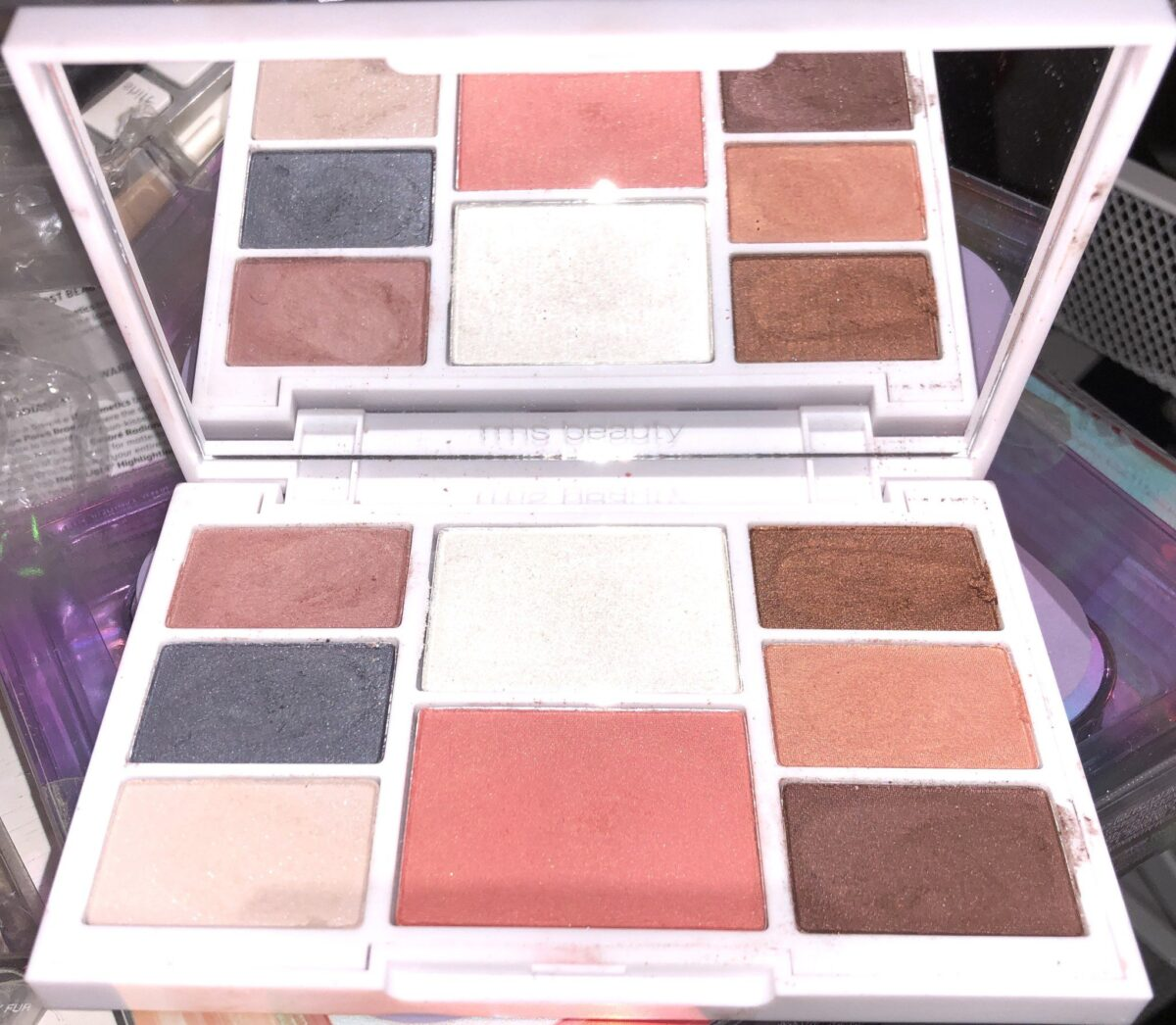 INSIDE THE RMS BEAUTY HIDDEN DESIRE PALETTE, A LARGE MIRROR, 6 EYESHADOWS, A HIGHLIGHTER AND A BLUSH
