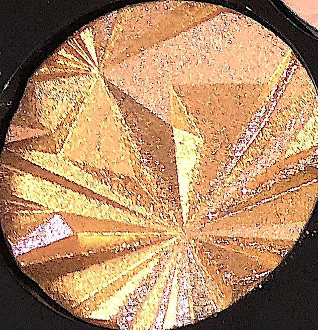 THE INCANDESCENT SHADE IN THE BOBBI BROWN LUXE GEMS EYESHADOW PALETTE