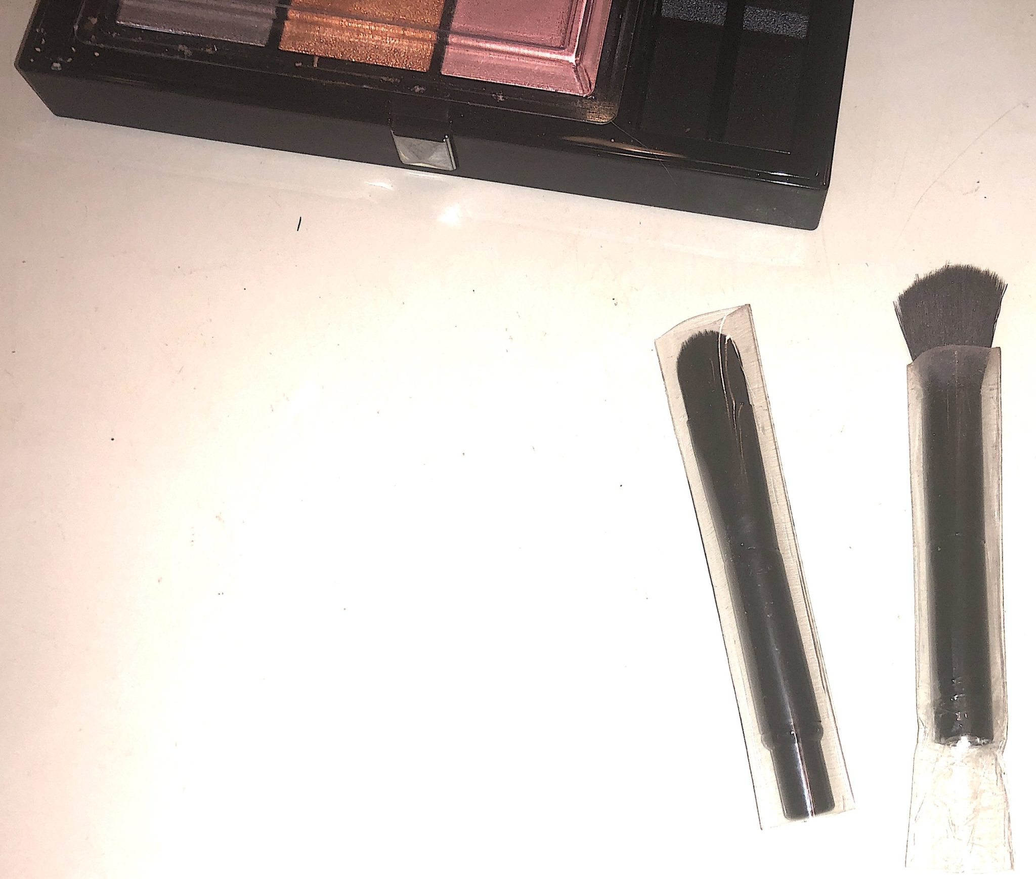 LE 9 DE GIVENCHY DOUBLE-ENDED EYESHADOW BRUSH