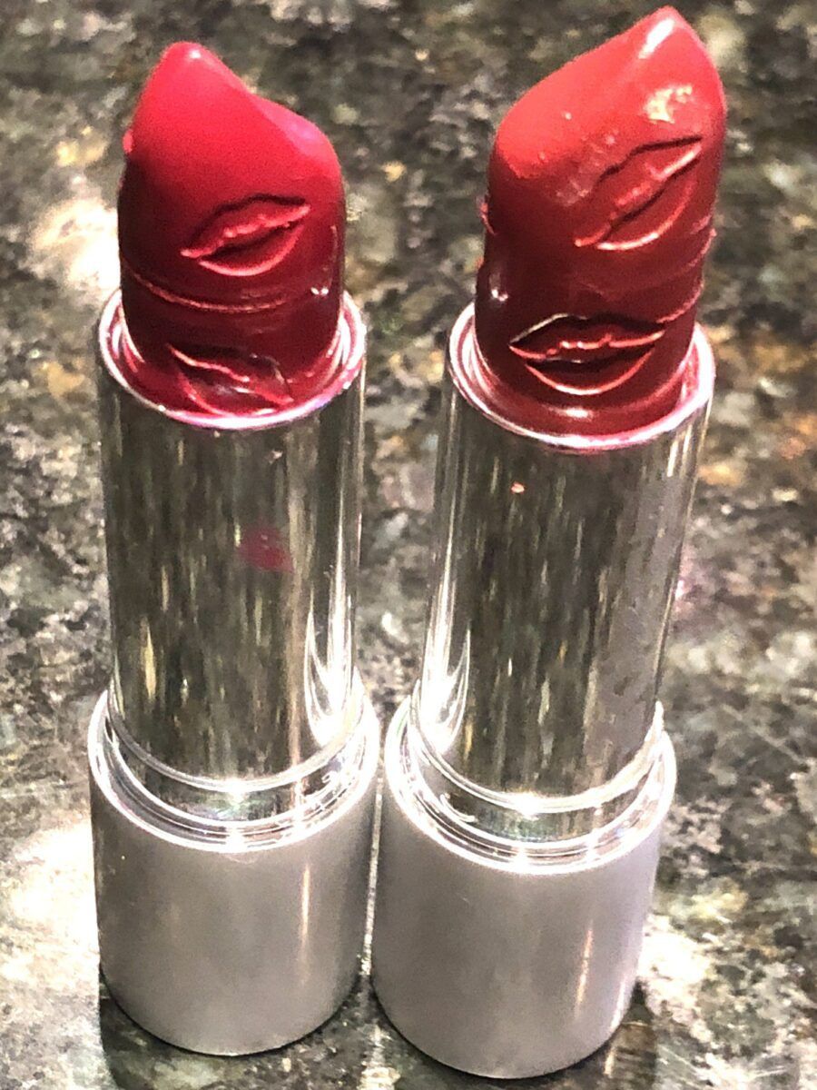 THE BUXOM FULL FORCE LIP PLUMPING LIPSTICK HAS LIPS ETCHED INTO THE LIPSTICK