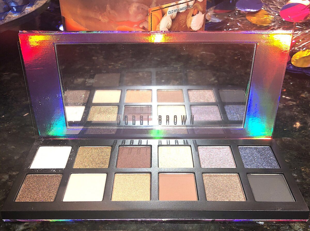 "INSIDE THE BOBBI BROWN EYESHADOW PALETTE ""IN A FLASH"""
