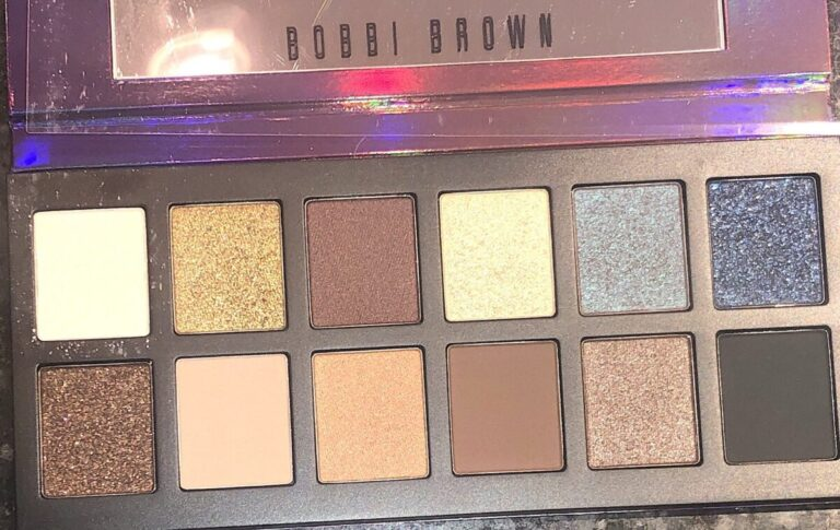 "THE SHADES IN THE BOBBI BROWN EYESHADOW PALETTE ""IN A FLASH"""