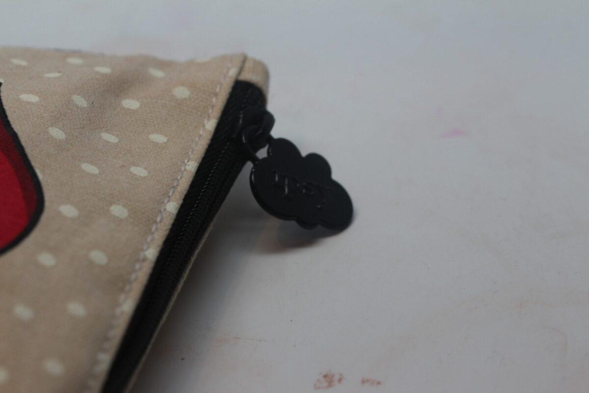 Detail zipper pull has Ipsy embossed on it