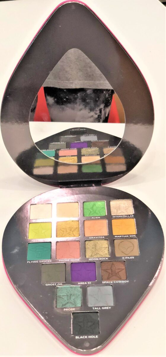 PALETTE IS COOL-TONED WITH LOTS OF GREENS, UNUSUAL FOR EVEN JEFFREE STAR
