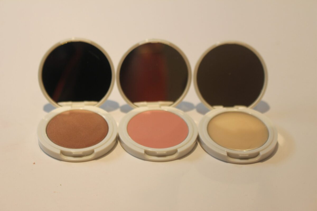 Jillian-Dempsey-Lid-tints-compacts-opened-with-mirrors