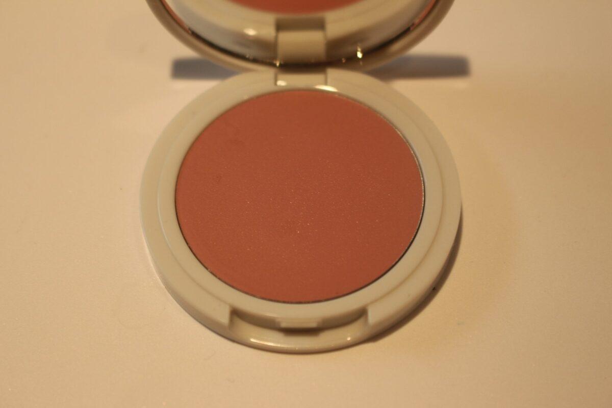 Jillian-Dempsey-compact-Lilac-shade