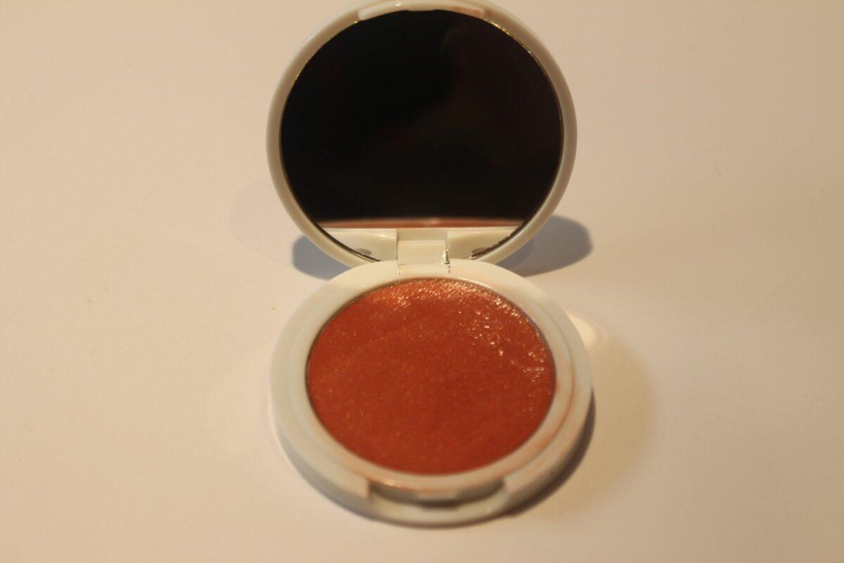 Jillian-Dempsey-peach-compact-with-mirror