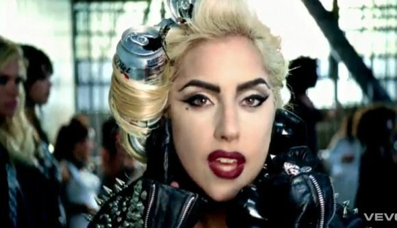 LADY-GAGA-MORE-CAT-EYE-DARK-RED-LIP
