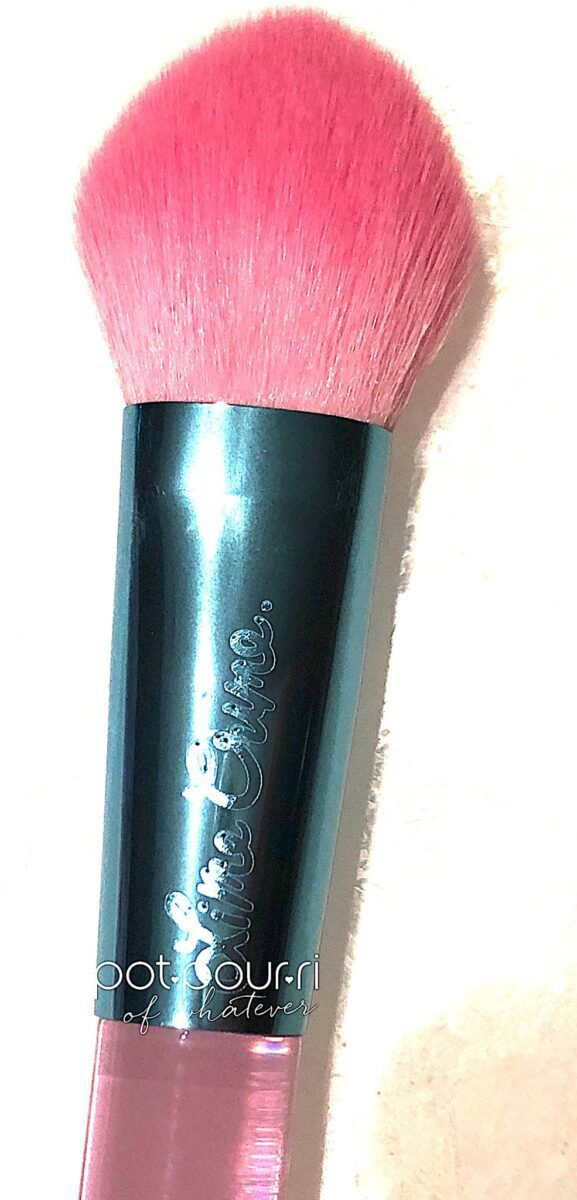 STYLUS BLUSH BRUSH TAPERED BRISTLES COME TO A POINT IN CENTER