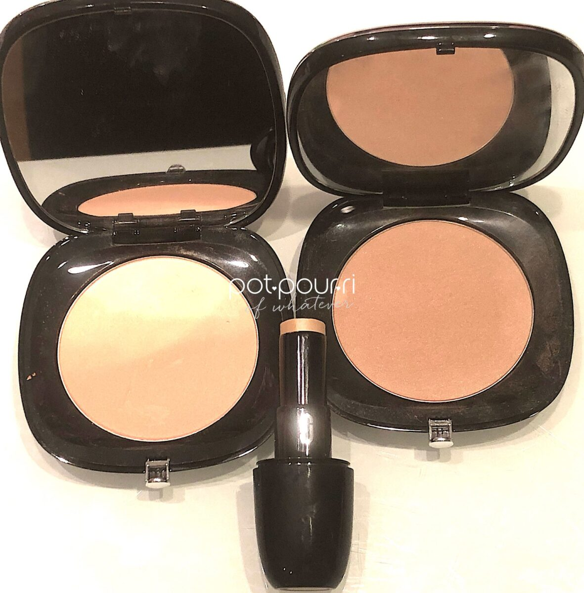 MARC JACOBS ACCOMPLICE INSTANT BLURRING POWDERS AND CONCEALER & TOUCHUP STICK