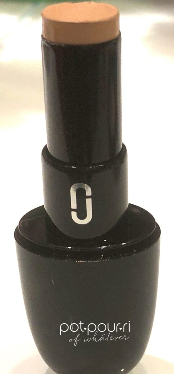 MARC JACOBS ACCOMPLICE CONCEALER & TOUCHUP STICK IN MEDIUM 50
