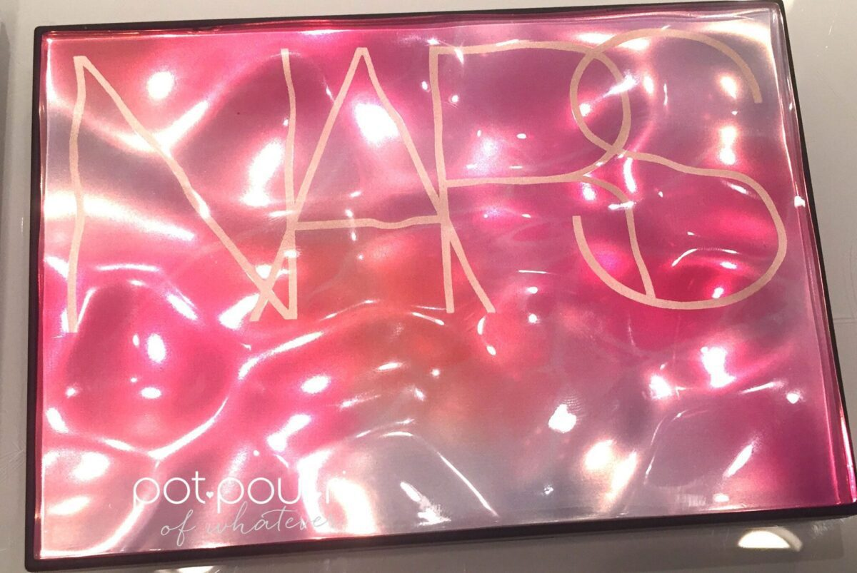 NARS EXPOSED CHEEK PALETTE POURED PLASTIC WAVES ON FRONT OF COMPACT