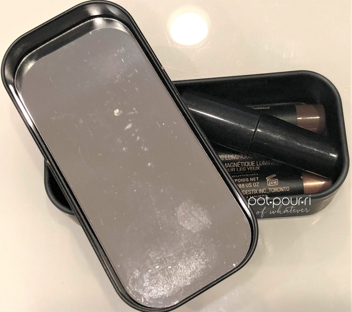 NUDESTIX SMOKEY GOLD EYES KIT MIRROR UNDERNEATH LID