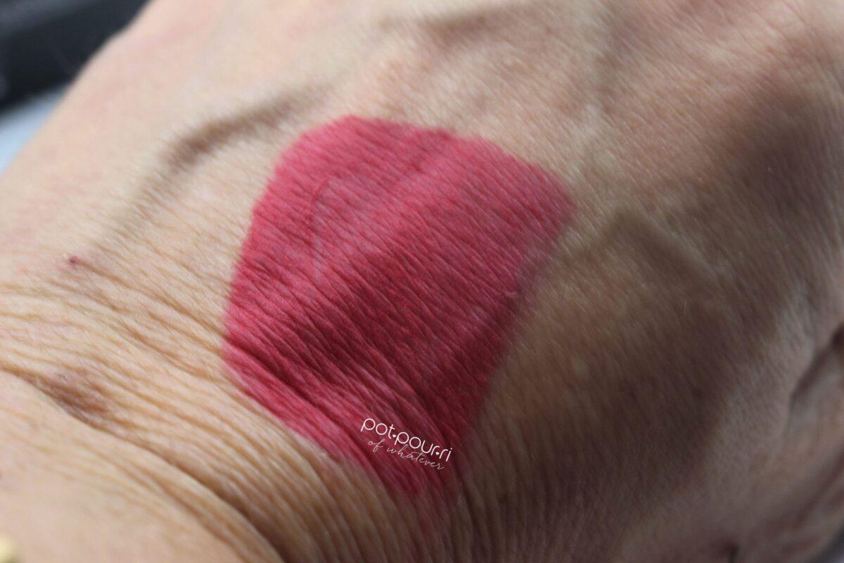 Nars-swatch-lip-Pencil-matte-Velvet-famous-red