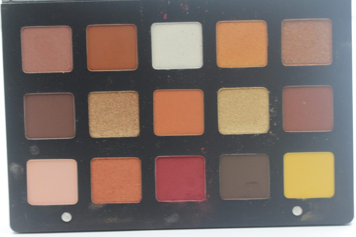 Natasha-Denona-Sunset-Eye-Shadow-Palette-15-shades-four-formulas