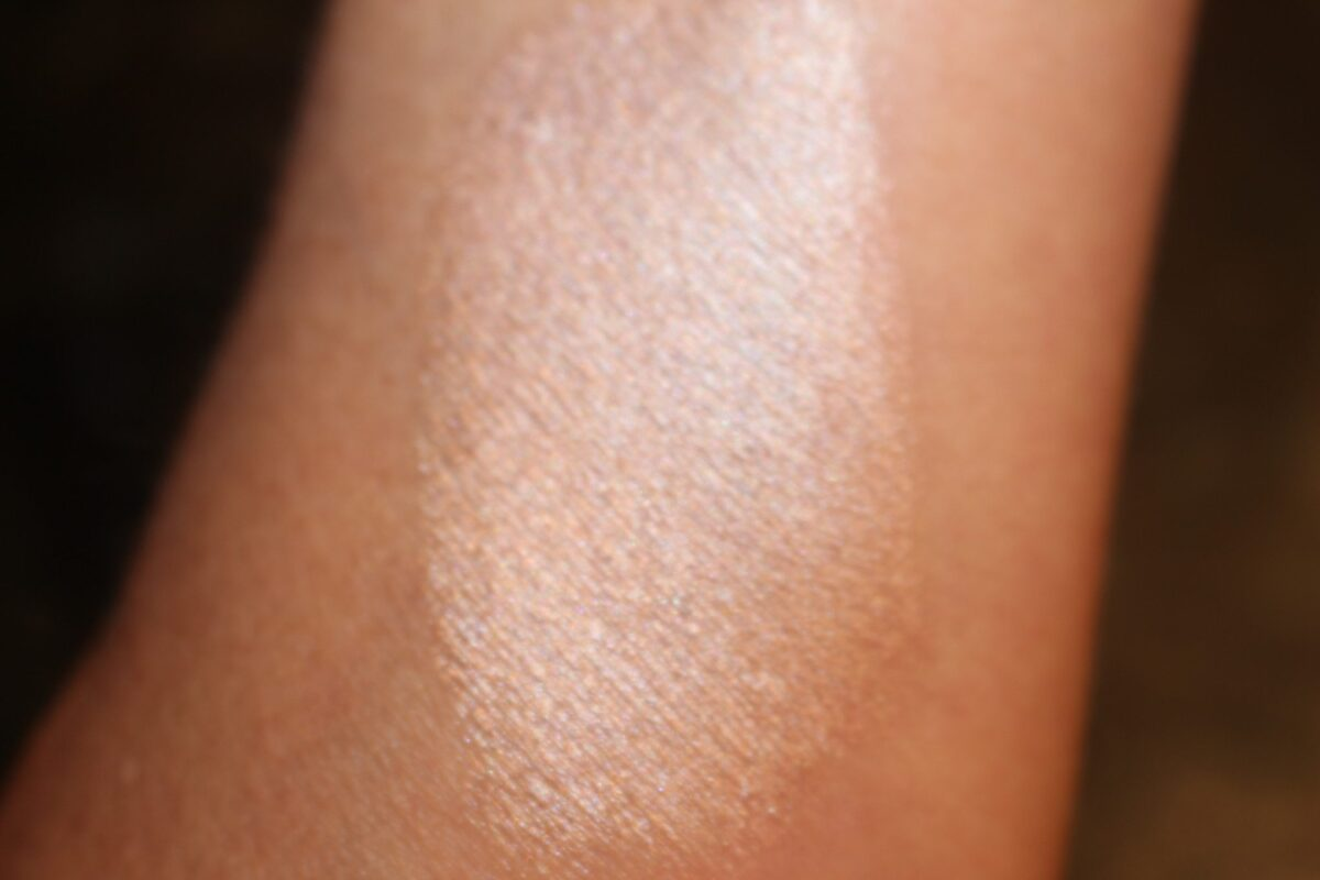 Trestique highlighter-Maldives-Luminescent Highlighter swatch