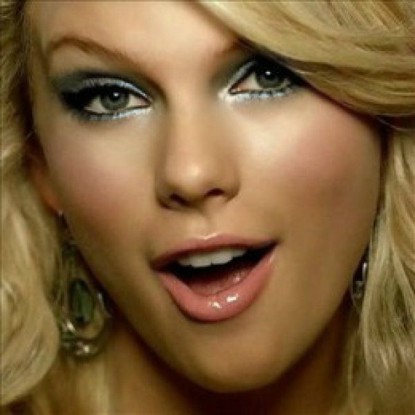 TAYLOR-SWIFT-BEAUTIFUL-EYES
