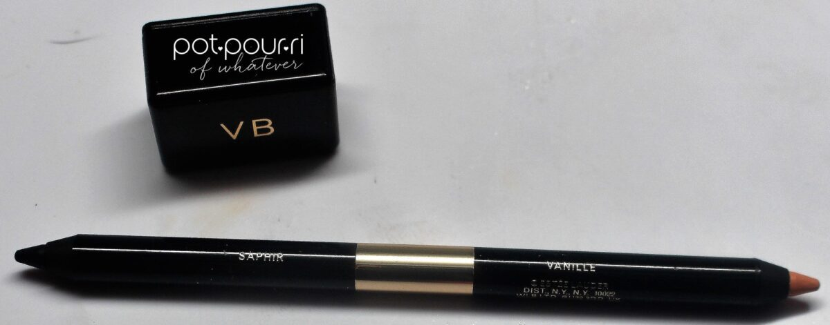 Saphir/Vanille-is a double ended eye liner