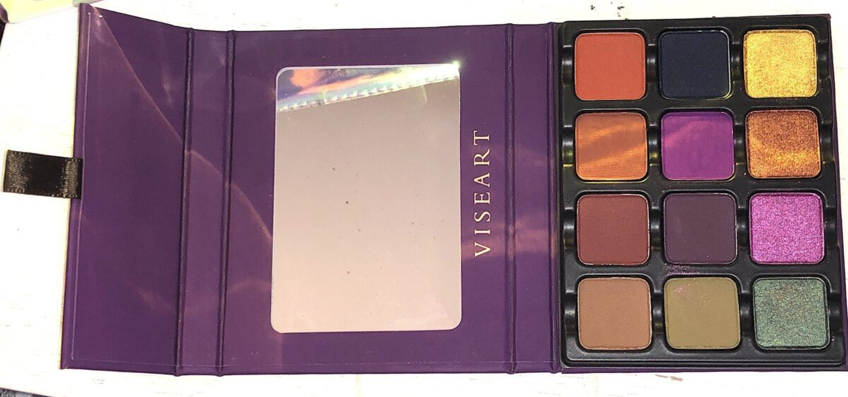 THE VISEART DARK EDIT EYESHADOW PALETTE UNFOLDS OUT