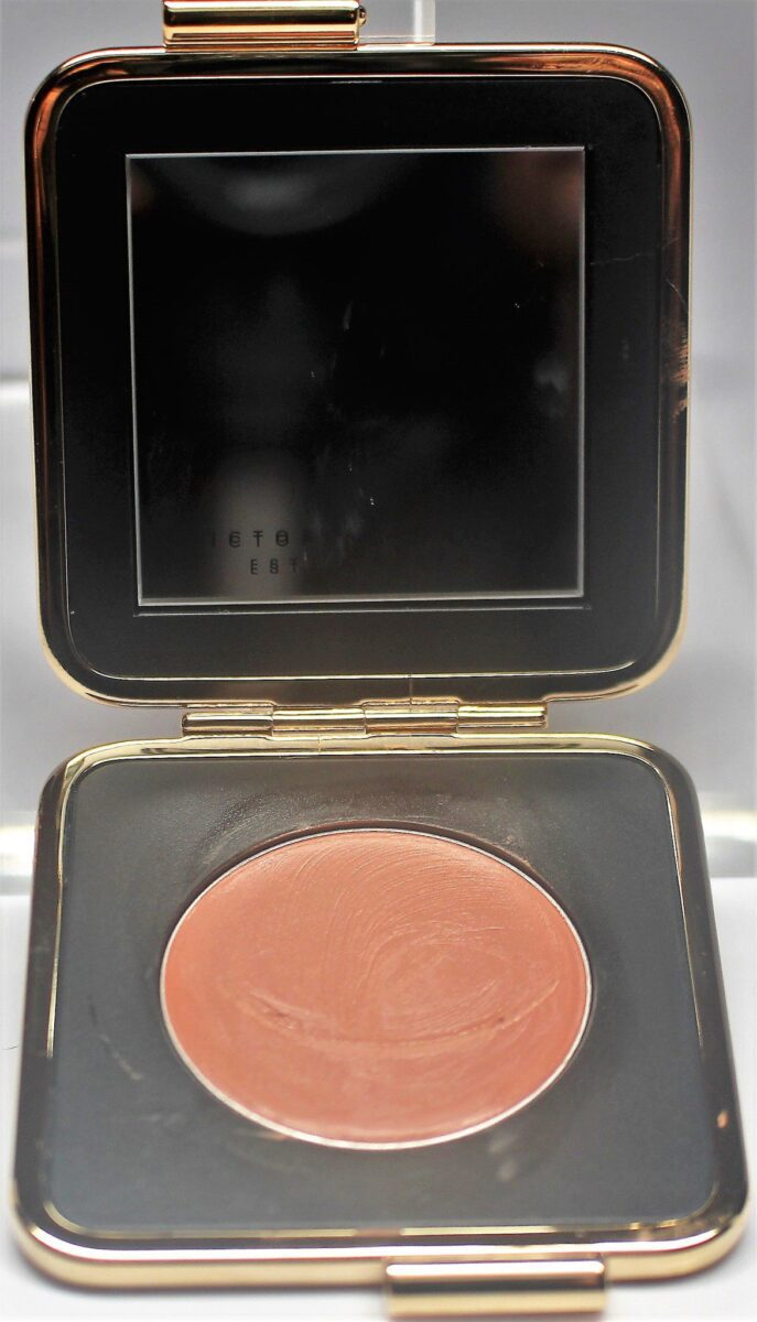 opened the compact has a mirror on top and the creme blush on the bottom, which is named 01 blonde mink