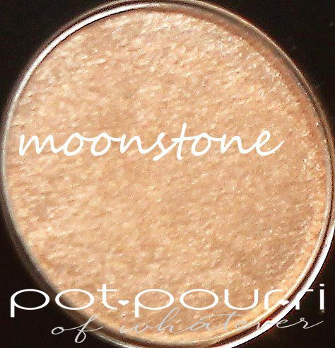 Becca Apres Ski glow eye Lights shade in moonstone