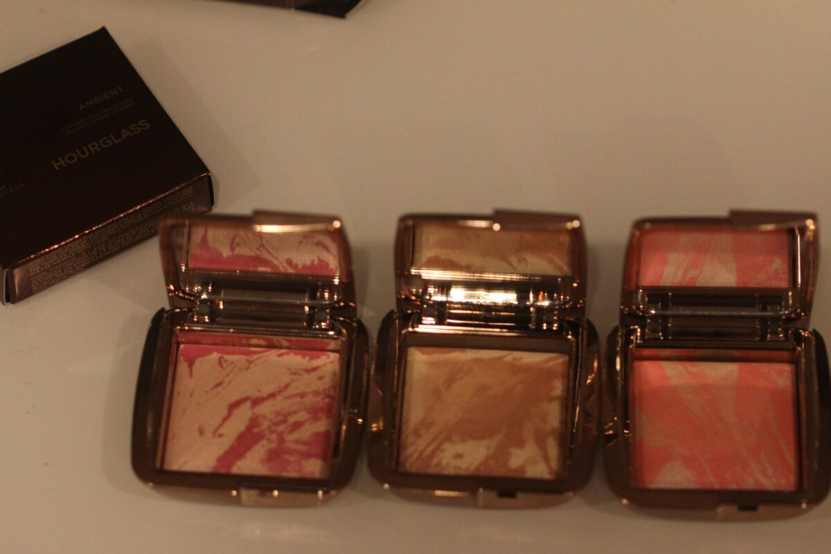 hourglass-palettes-blush-strobe-hybrid-strobe-lighting-with-magenta-amber-and-peach-blush