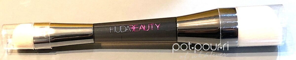 HUDA BEAUTY SHADE AND SCULPT FACE BRUSH IS DUAL ENDED