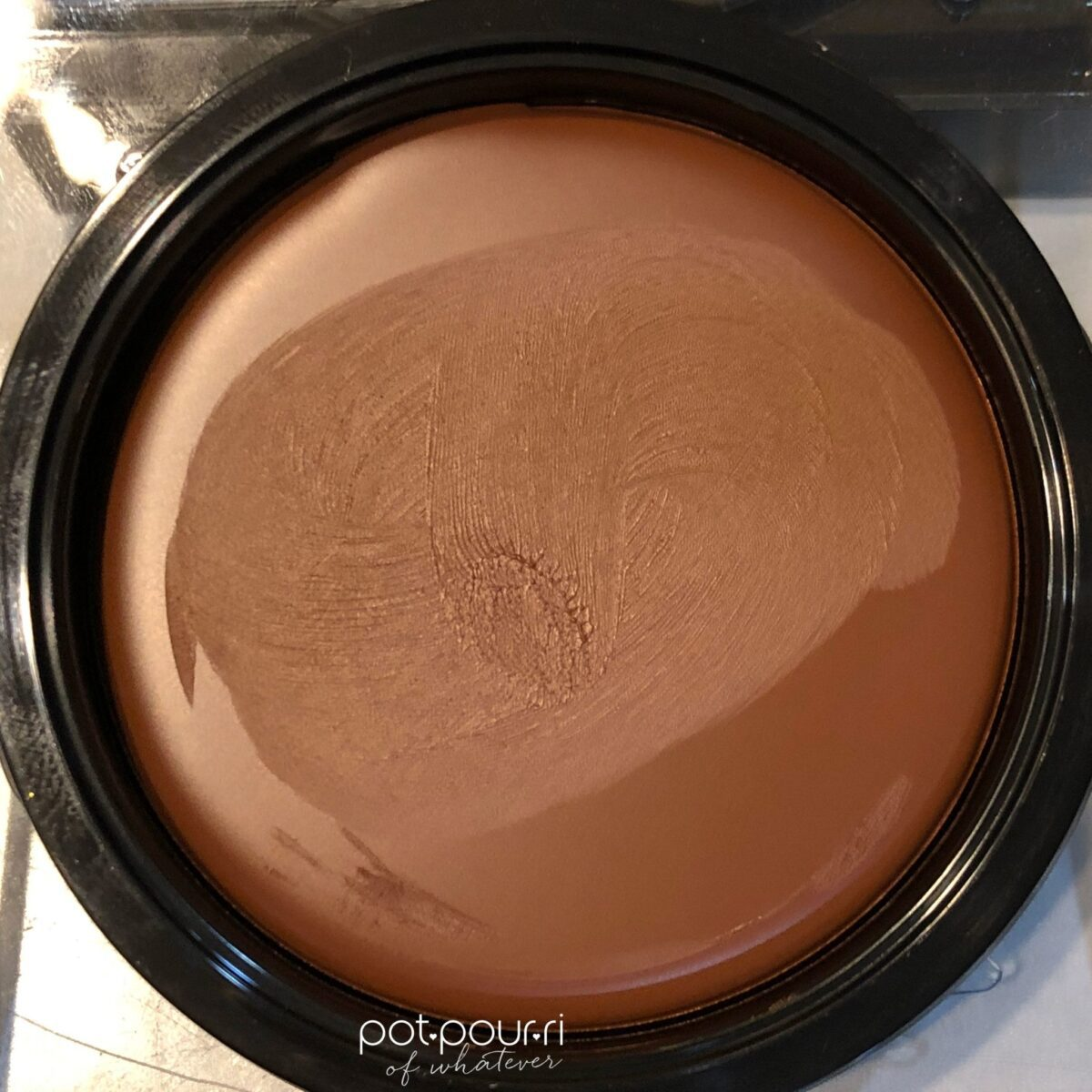 HUDA BEAUTY TANTOOUR IN THE MEDIUM SHADE