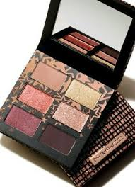 THE MAC HOLIDAY NEUTRAL STAR SIGHTING EYE PALETTE SIX SHADES AND A MIRROR