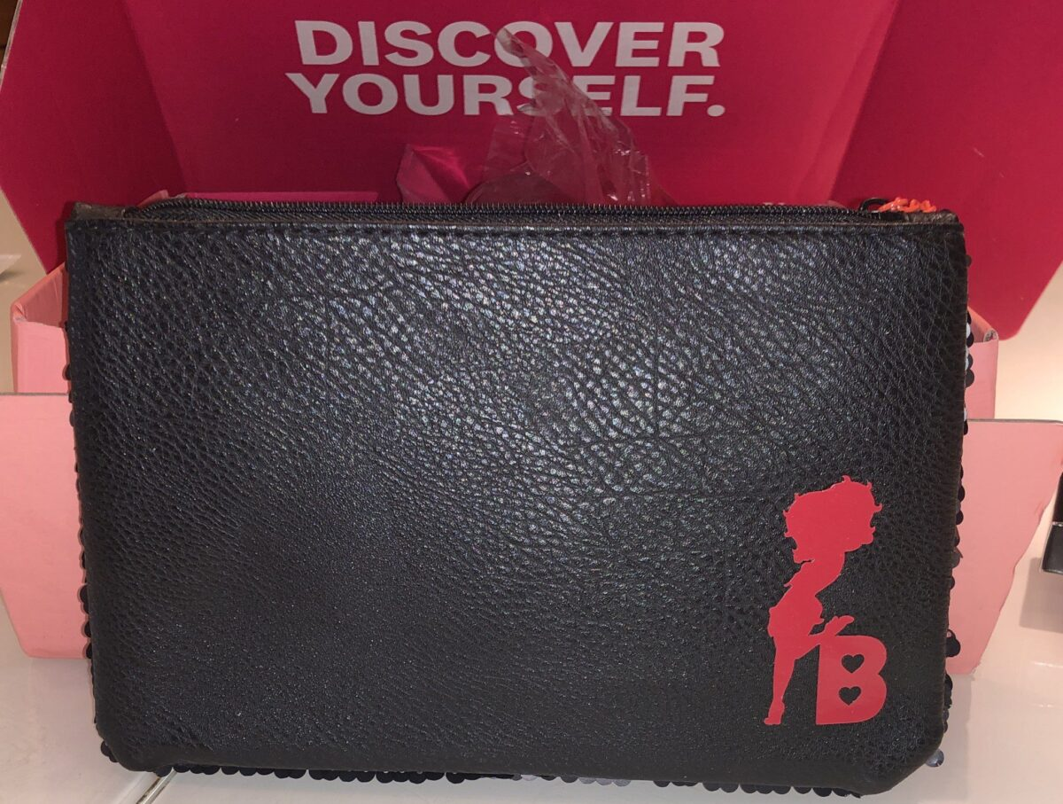 THE IPSY GLAM BAG ULTIMATE OCTOBER 2019 BOX COMES WITH A COSMETIC BAG!