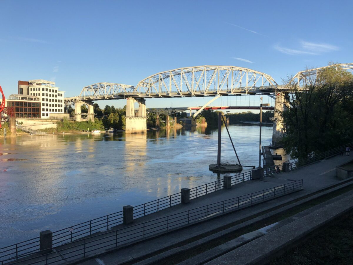 CUNMBERLAND RIVER IN DOWNTOWN NASHVILLE