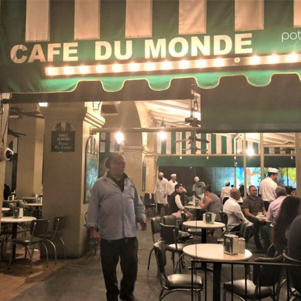 Cafe du Monde opened 24 hours