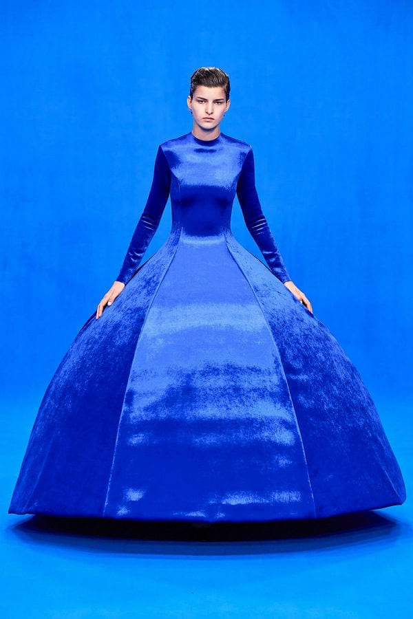 pantone-color-of-the-year-az-ev-szine-2020-classic-blue-kek-004