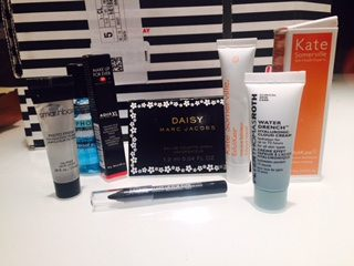 the box includes five deluxe samples and a fragrance