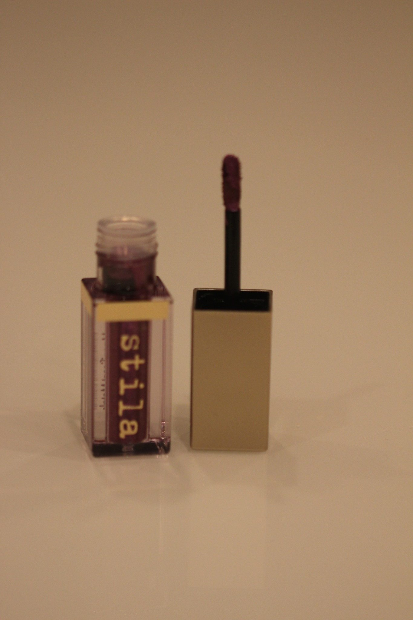 stila-violet-vixen-bottle-and-doe-foot-applicator