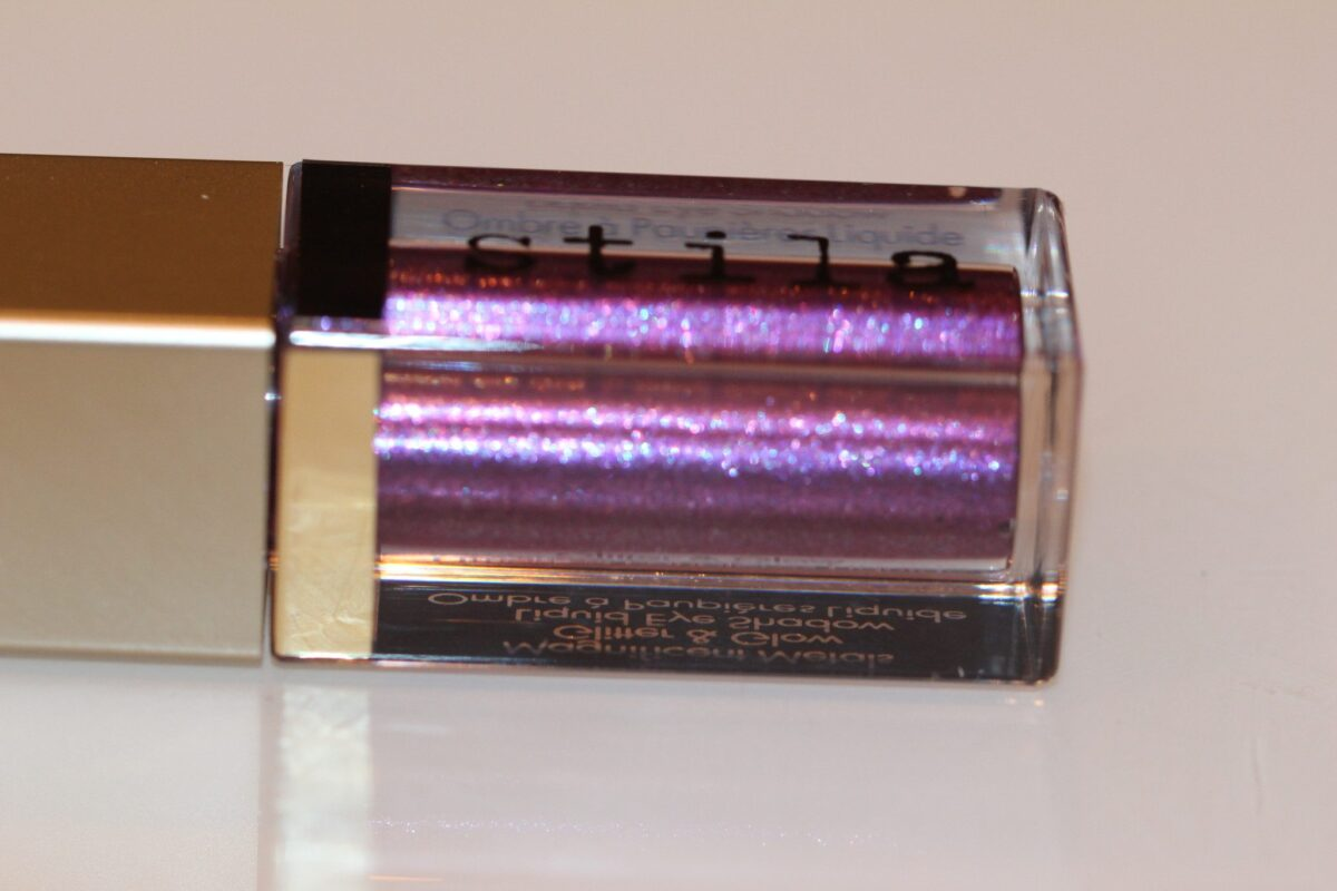 stila-violet-vixen-bottle-violet-blue-glitter